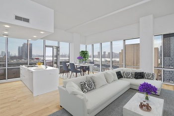 LIC $4850/2Bed 2Bath with Views of East River, Brooklyn & Manhattan/Parking $200