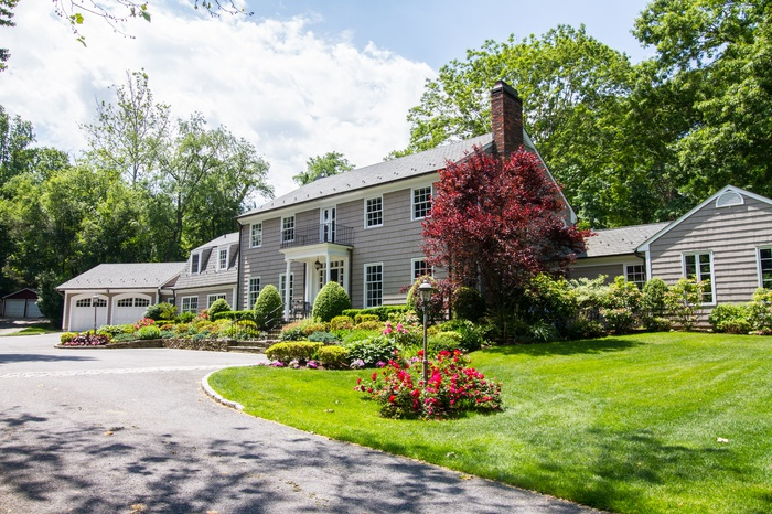 Beautiful Colonial On Breathtaking 5.35 Acres in Oyster Bay Cove